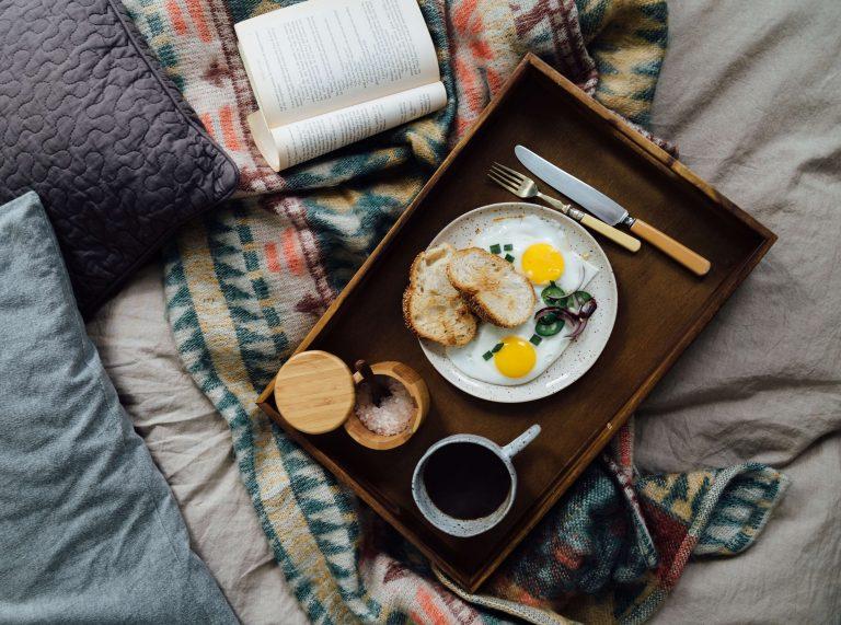 Morning-routine-breakfast